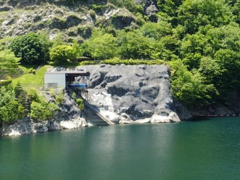 広瀬湖の巡視艇艇庫