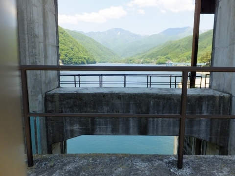 広瀬ダム洪水吐ゲート
