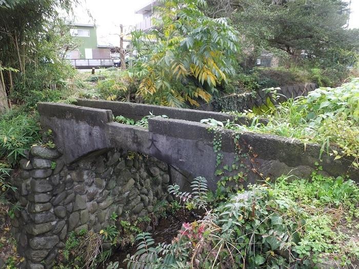 新戸用水路終点・鳩川右岸の吐口
