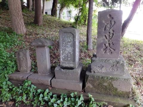 熊野社参道の石像物