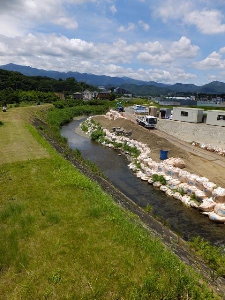 平成橋より小鮎川上流を望む