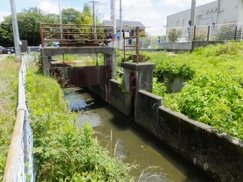 厚木市林3の用水路