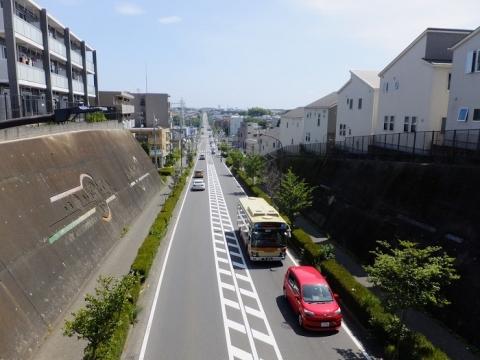 鎌倉道陸橋から町田方面を望む