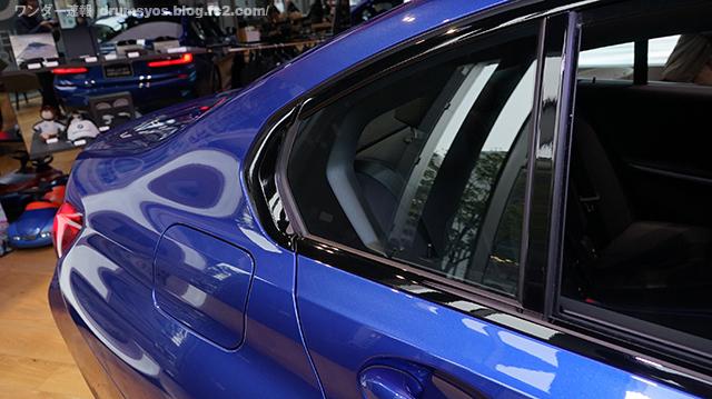 BMW3series330i_04.jpg