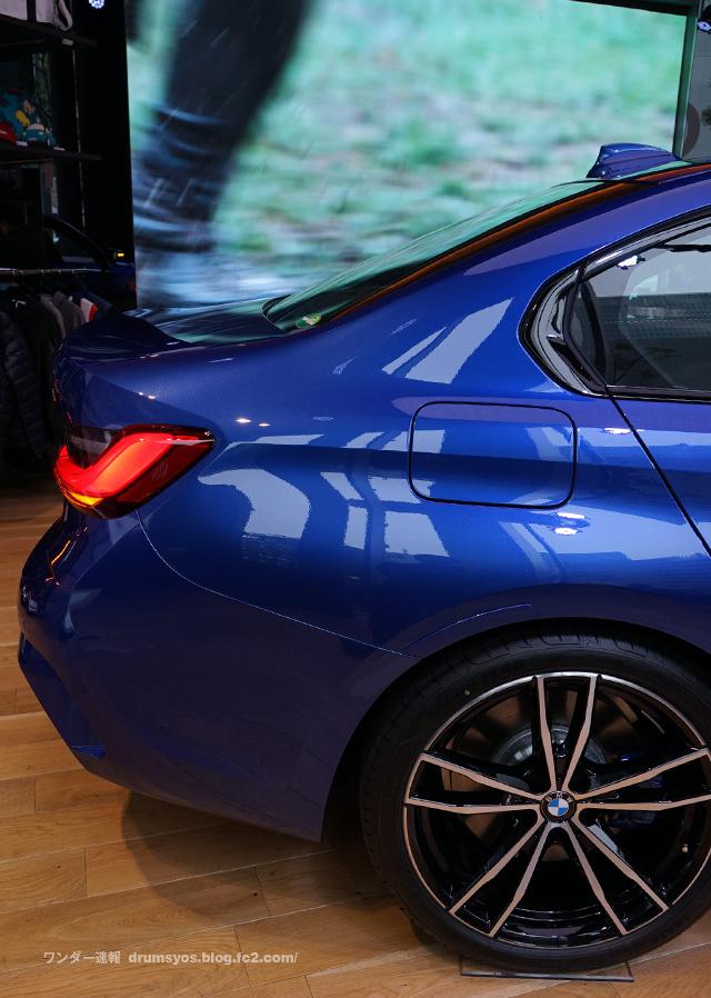 BMW3series330i_05.jpg