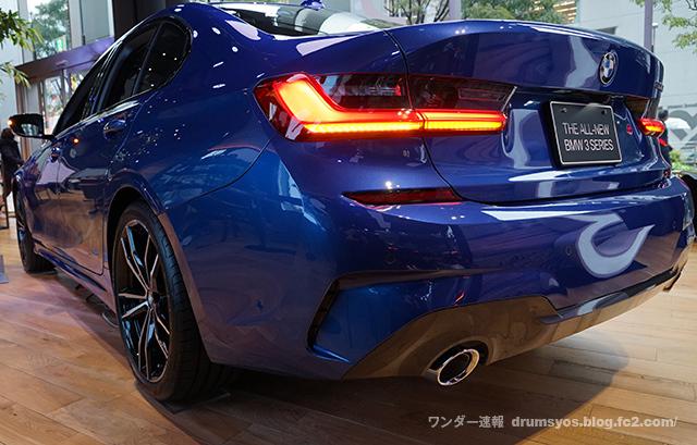 BMW3series330i_06.jpg