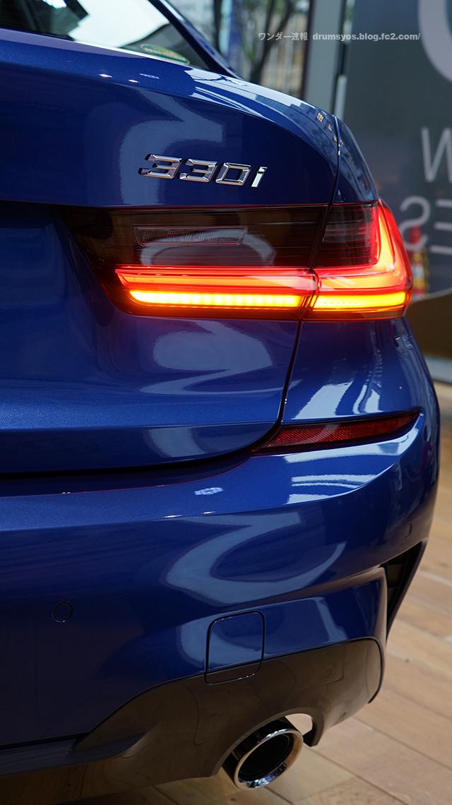 BMW3series330i_08.jpg