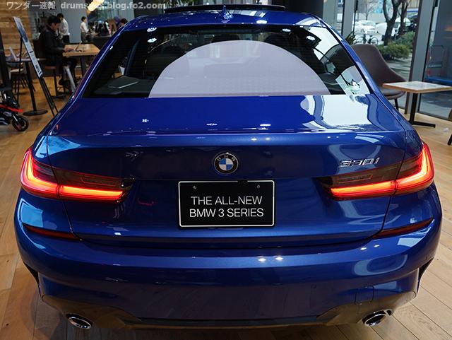 BMW3series330i_10.jpg