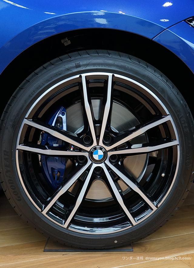 BMW3series330i_13.jpg