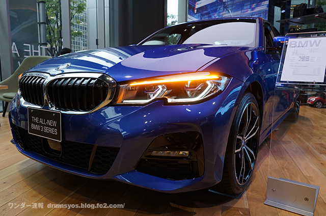 BMW3series330i_16.jpg