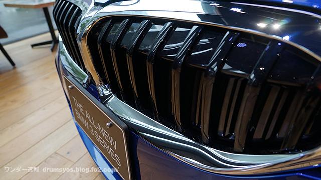 BMW3series330i_17.jpg