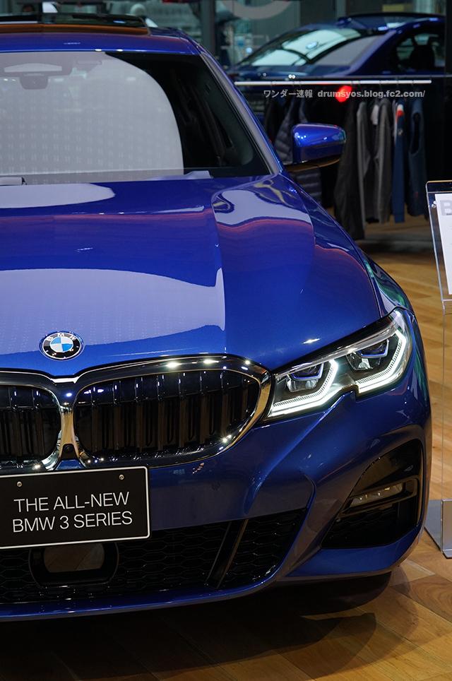 BMW3series330i_24.jpg