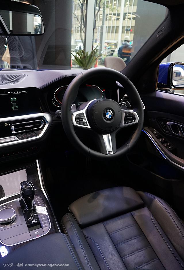 BMW3series330i_31.jpg