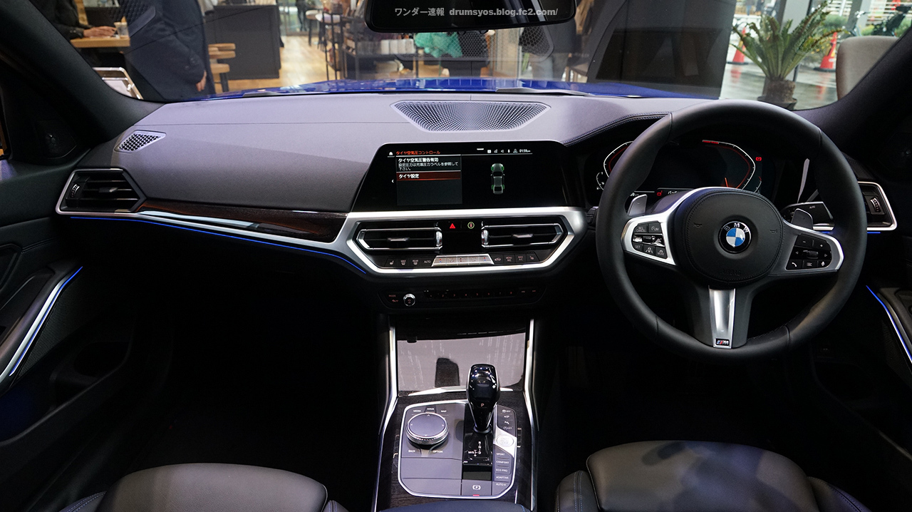 BMW3series330i_32.jpg