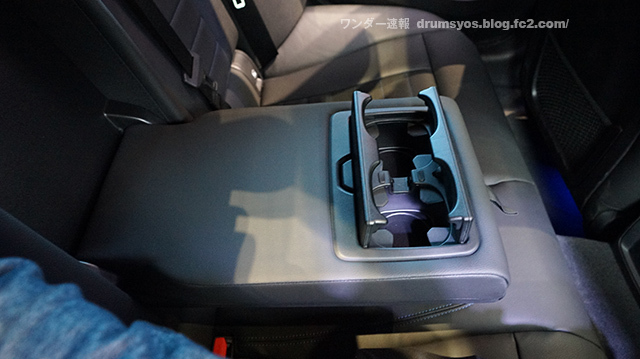 BMW3series330i_33.jpg