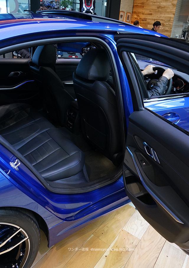 BMW3series330i_38.jpg