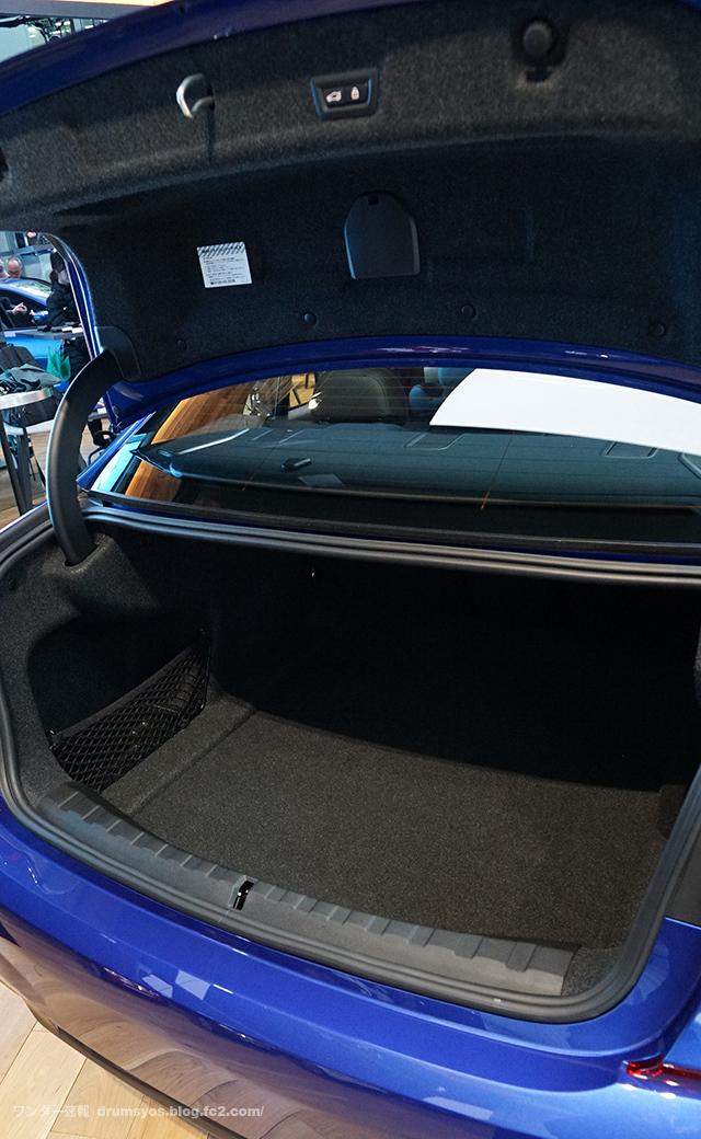 BMW3series330i_40.jpg