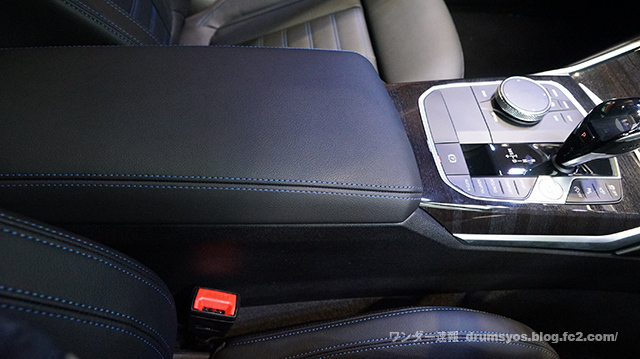 BMW3series330i_47.jpg