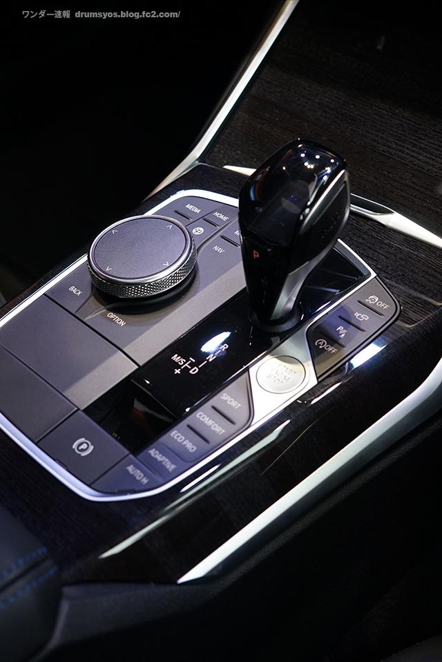 BMW3series330i_48.jpg