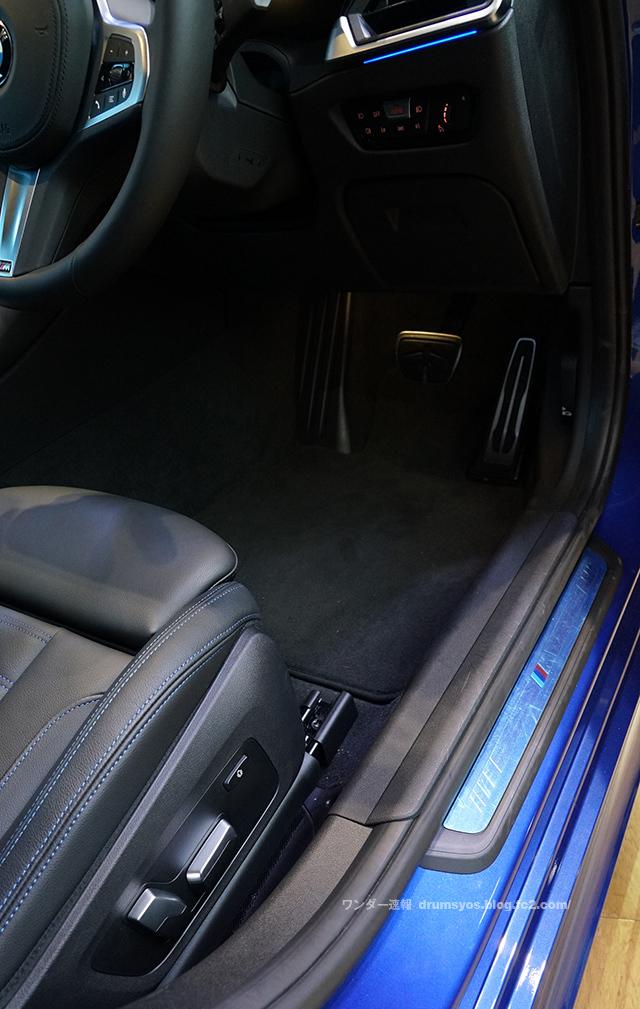 BMW3series330i_58.jpg