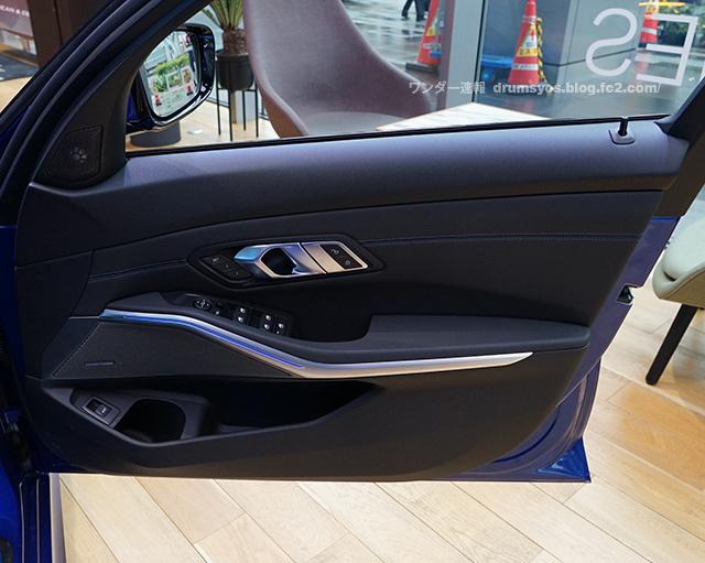 BMW3series330i_64.jpg