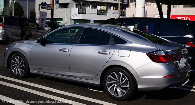 HONDA_INSIGHT11.jpg
