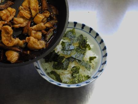 鶏皮蒲焼丼058
