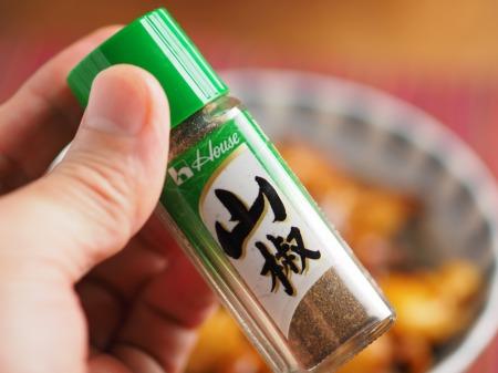鶏皮蒲焼丼004