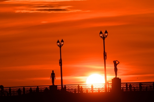 幣舞橋から夕日・・・