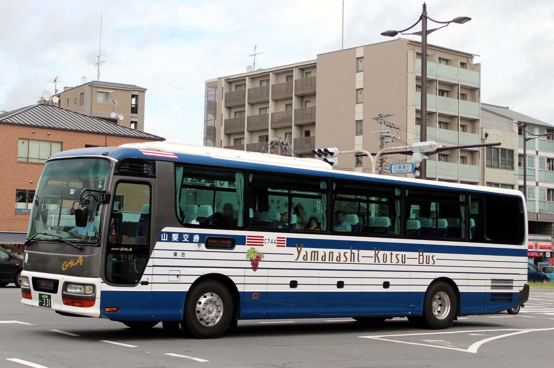 山梨交通 C744