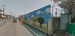 小学校の壁