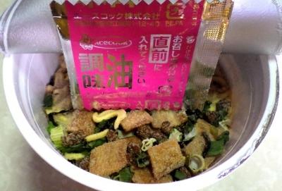 6/25発売 厚切太麺 肉盛り濃コク豚骨ラーメン(内容物)