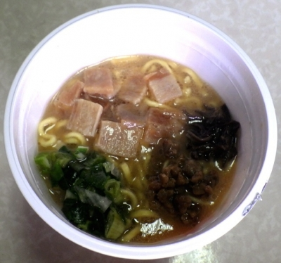 6/25発売 厚切太麺 肉盛り濃コク豚骨ラーメン(できあがり)