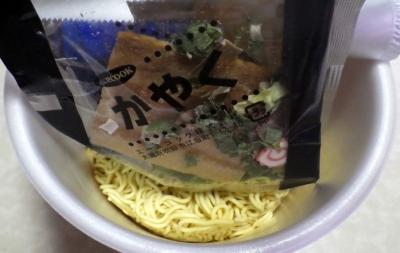 7/2発売 復刻版 スーパーチャーシューラーメン 生しょうゆ仕立て(内容物)