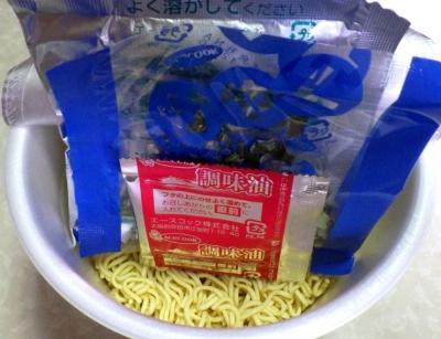 7/2発売 復刻版 スーパーとんこつラーメン 博多味(内容物)
