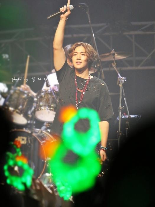 180612 Take My Hand 오사카팬미팅-밤공연 (37)