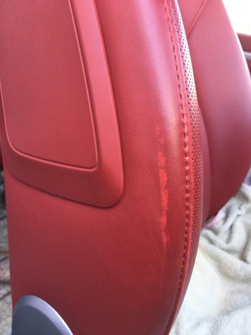 赤いレザーシート 擦れ補修 ポルシェ911カレラS (991)