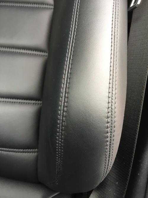 レザーシート 擦れ シワ補修 ベンツC63 AMG