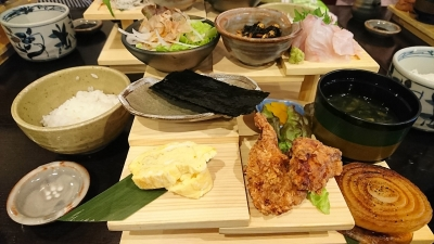 淡路島階段盛り定食