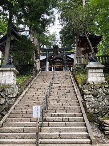 5-24み拝殿の階段