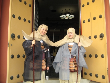 女性の僧兵