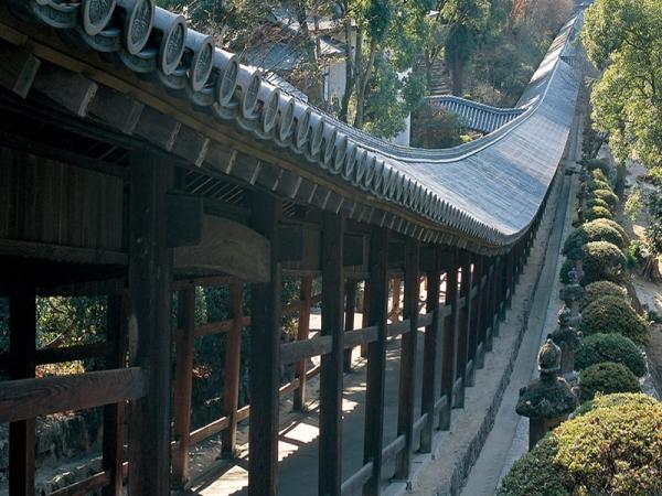 拝殿への回廊