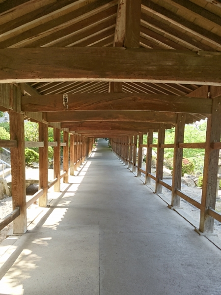 拝殿への回廊02