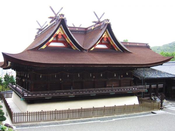 吉備津彦神社拝殿・本殿02