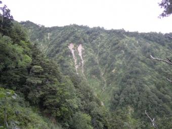 右手に見えている山180728