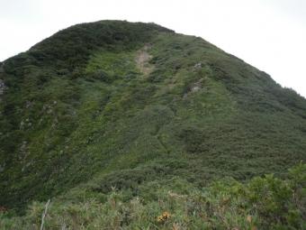 笹平から雨飾り山急登の道が見える180728