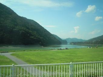 長いダム湖180805