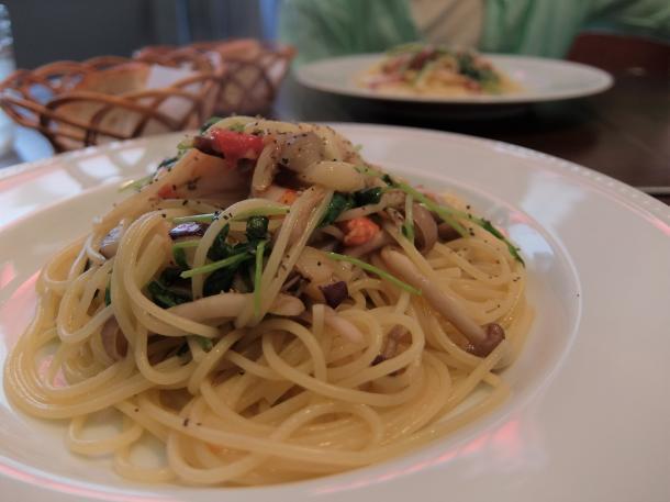 エビと季節の野菜のペペロンチーニ