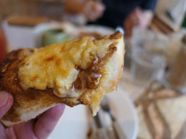 デミグラスチーズトースト