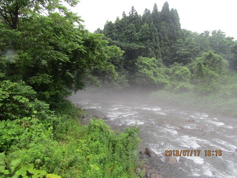 雨の真瀬川2